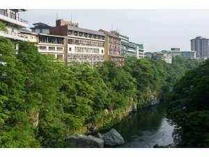 全客室共に鬼怒川渓谷に面しロビ-からの景色は最高です!WI-FI有