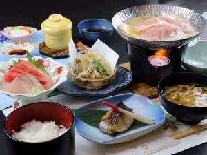 ★お食事は「遊食酒房栄楽」で♪地元食材を心をこめて調理いたします。