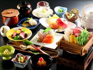 ボリューム満点のお食事は、地元の品を使いながら、工夫を凝らしております。