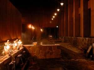 夜の別館浴場神々の湯は神々の名にふさわしい神秘的な雰囲気を味わえます!