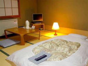 3名様までご利用いただける和室8畳。ビジネスホテルに居ながら畳でゴロゴロOK♪(一例)