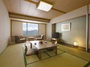 広い和室はご家族連れに人気があります。窓からは蔵王の景色を眺められます。
