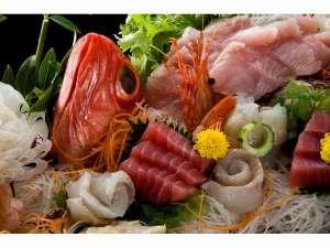 旬の魚をふんだんに使用した華やかな船盛