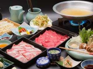 牛&那須三元豚のしゃぶしゃぶ食べ放題・身は柔らかくクセのないやさしい脂身が人気!最高の口当たり♪