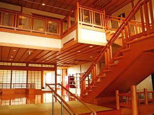 【館内】日本の心を感じる、壮大な建築美。