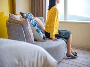 クラブツイン・グランドでは大きな回転式のソファから太平洋の眺めをお楽しみ頂けます。