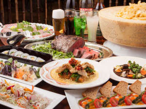 ビュッフェレストラン「パインテラス」夕食イメージ。サラダもデザートも食べ放題です。