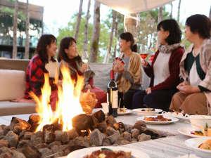 新しくオープンした焚火のリビングで女子会は如何ですか?