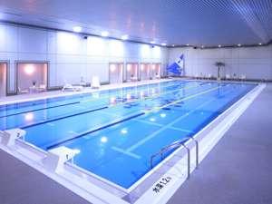 全4コースの25mプール。天然地下水使用で透明度の高いプールです。