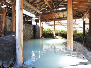 【女性専用屋根付露天風呂】雨の日、雪の日でも安心です