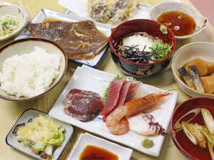 ■夕食(料理)一例/シンプルながらもバランスの取れた和食中心のお食事をご用意!