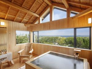 新貸切風呂『東雲』扉を開けた瞬間広がる木の香りと横に大きな窓からは淡路島の海を見渡せます。