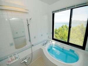 洞爺湖を眺めながら入れるスタンダードルームのお風呂です