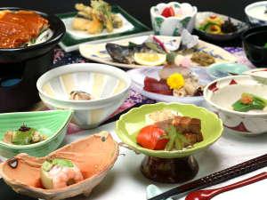 月替わり会席~春~彩も美しく味はもちろん視覚でも楽しんで頂けるお料理となっております