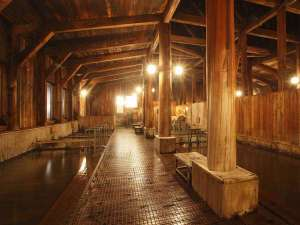 大浴場 強酸性にも強い総ヒバ造り。浴槽の種類も豊富で体調に合わせてご利用できます。