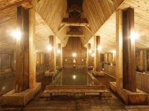 当館自慢の木造作りの大浴場