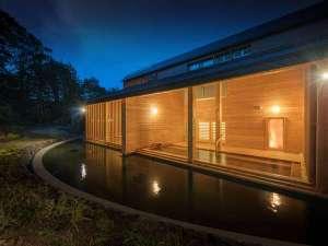 露天風呂では、春夏秋冬に移り変わる景色をお楽しみください。