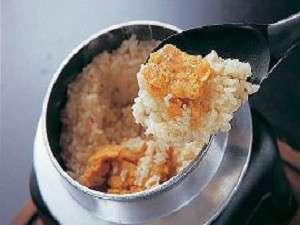ウニ釜飯は、おこげをお茶漬けにするのもおいしいとか・・…常連さんの情報です。
