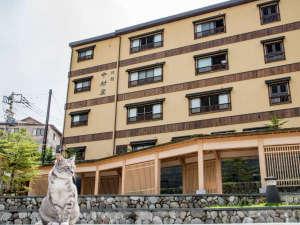 *湯畑まで徒歩30秒!看板猫がいる草津温泉 中村屋旅館です