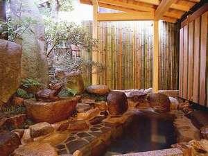 田舎の隠れ露天風呂って感じでステキでした♪浴場は、入替制。滞在中いつでもご入浴。