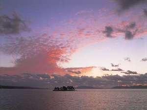 美しい宍道湖の夕日。心も美しくなります♪