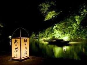 """秋の松江のイベント""""松江水燈路""""。美しい夜の松江城周辺は、昼間と違う魅力満載!!"""
