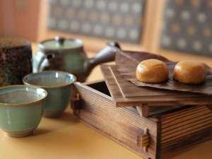 お部屋で蒸すオリジナル蒸し饅頭とお茶は最高の組合せ♪