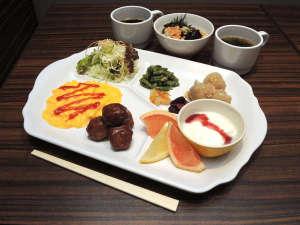 無料朝食がグレードアップ!京風出汁のお茶漬けはお好みのトッピングでお召し上がりください♪