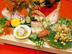 旬の魚介を匠の技で調理しお客様の元へ・・・