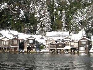 冬の「伊根の舟屋」『海に浮かぶ舟屋の心地よさ』~家か?漁場か?窓の下は旬~