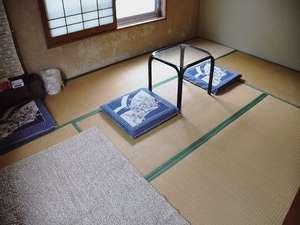 ペットと一緒に泊まれるお部屋です。ペットのスペースにはカーペットを用意します。