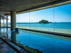 ~女性大浴場 弁天の湯~ ガラス越しの三河湾と湯舟をつなげたパノラマ風景をお愉しみください。