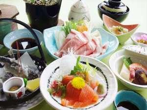 名物料理(名物やまべ(唐揚げ)とニジマス(刺身)付ご夕食一例)