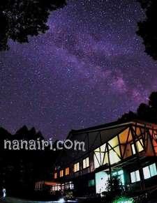 7月中旬ごろから2週程は山荘周辺にはヒメボタルが飛翔しお天気が良い夜は満天の星空のしたでホタル観賞