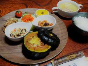 ある日の夕食。通常は野菜中心の家庭料理です。