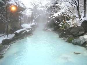 冬の大露天風呂雪景色を望みながら湯浴みをお楽しみください