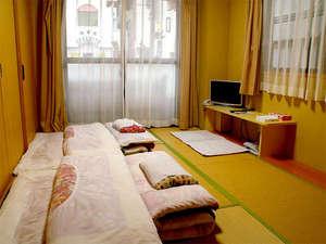 ■和室一例■布団敷きはセルフサービスとなっており、予めお部屋に置かせていただいております。