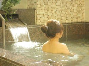 旅の疲れをゆっくりと癒す大浴場。