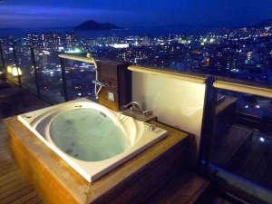 貴賓室【蒼の楽園】の露天ジャグジー風呂