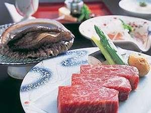 ※【選べる活あわび付スペシャル会席】ならアワビと国産牛ステーキの両方がお召し上がり頂けます!