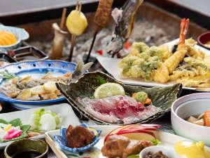 *夕食一例(炭火焼プラン)/山菜や川魚を中心に、季節の美味しいものをお腹いっぱい召し上がれ!
