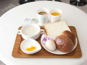 【朝食】1Fロビーにて日替わりのモーニングをご用意しております。