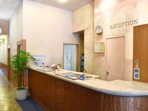 ≪フロント≫ホテルパールシティ札幌へようこそ。ご不明な点がございましたらお気軽にお立ち寄りください。