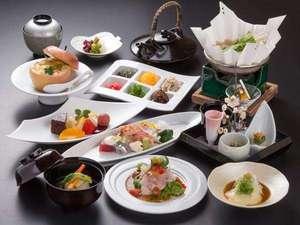 【夕食】部屋食・個室食でも楽しめる、旬の食材を使った、松苑自慢の懐石