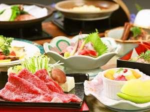 """新しい味わいの""""牛肉みぞれ鍋""""に蒸しあわびのサラダなどお楽しみください。"""