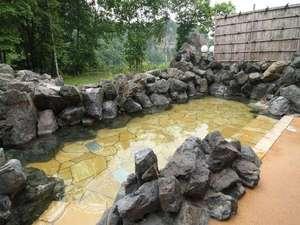 雄大な景色を望む露天風呂は開放感満点!