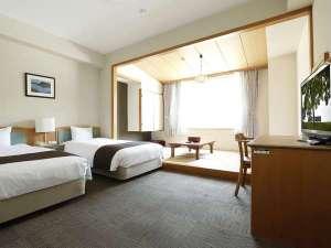 【和洋室】シモンズベッドを採用。広々としたお部屋は全8室。湖側に面した景観豊かな特別室です☆