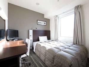 【ダブルエコノミー】140cm幅ベッド&広々デスク。Wi-Fi対応◆スマホ充電にも便利な枕元コンセントも完備♪