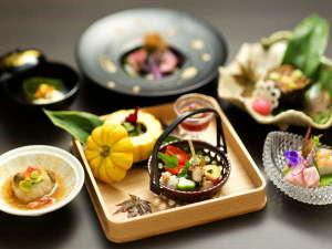 美味洗練を極めたお料理を、皆様個室お食事処でお楽しみ頂けます