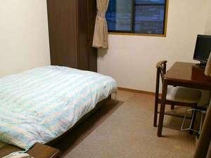 洋室シングル(ユニットバス・トイレ付)温かみのある雰囲気のお部屋です。